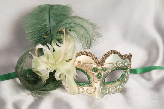 Small feathered masquerade mask - Baby Armony Gold in Green