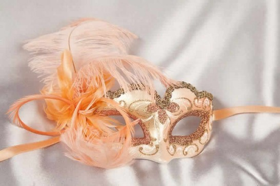 Peach baby piuma small masquerade mask with feathers