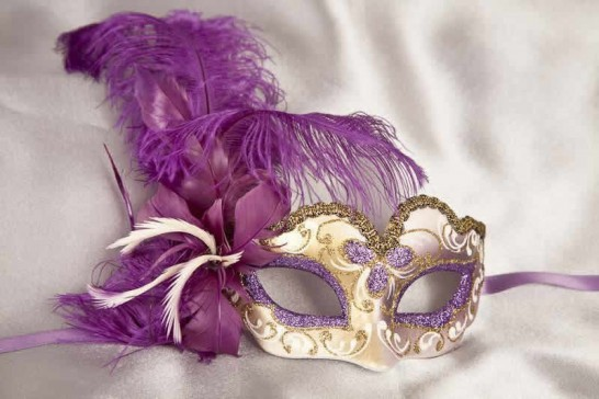 Small feathered masquerade mask - Baby Armony Gold in purple