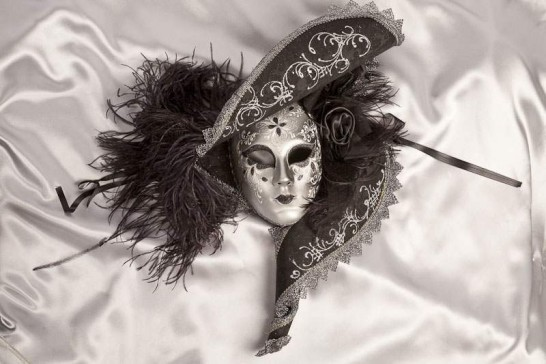 Cappello Marilyn - Black and Silver Full Faced Mask with Hat Feathers and Flowers