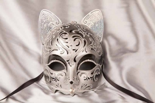 Black Gatto Fu Silver - Luxury Egyptian Cat Mask with Swarovski Crystals