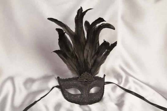black centre feather mask for women