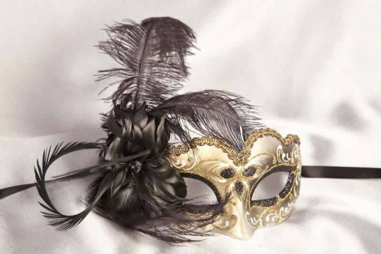 Small feathered masquerade mask - Baby Armony Gold in black