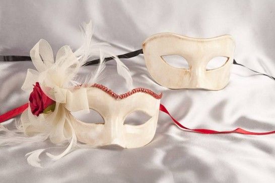 Colombina Sweetheart - His and Hers Cream and Red Masks