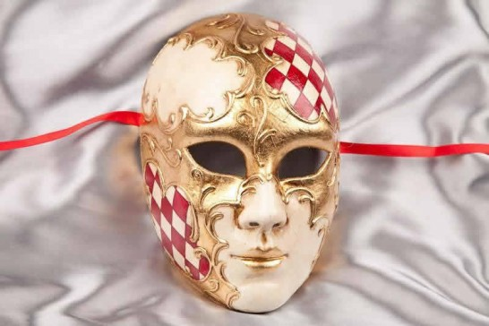 Red Volto Scacchi - Full Face Masks with Diamond Pattern