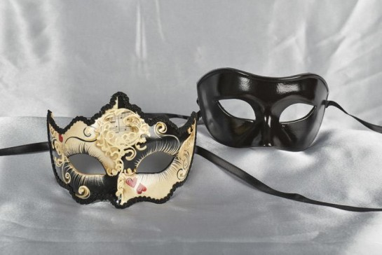 Couples Love heart masks in black