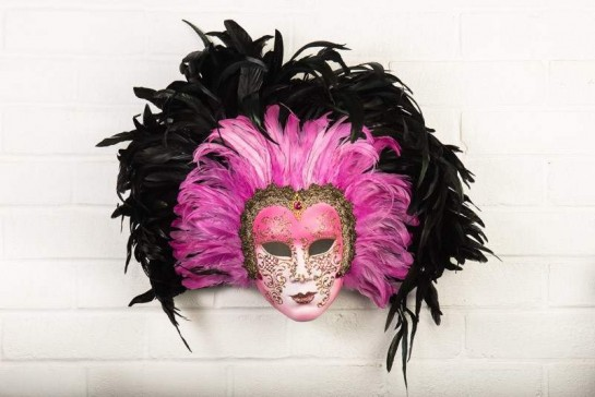 Cerise pink full faced mask surrounded with bright pink and black feathers - Volto Piuma Piena