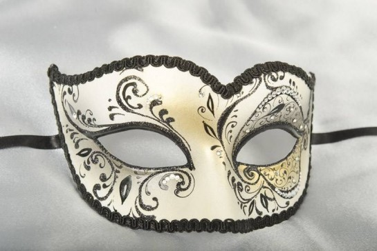 Sweetheart masquerade mask in gold