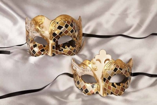 Couples masks in gold