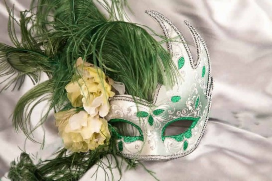 Luxury feathered mask for women - green