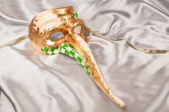 long nose mask with green diamond decor