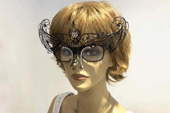 Masks to be attached to glasses Libellula Strass shown on female