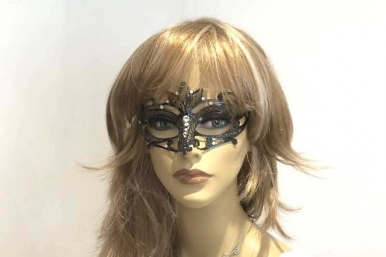 Luxury metal masquerade mask Lotto on female face