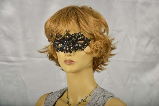 Velvet lace masquerade mask - Ricciolina on model face