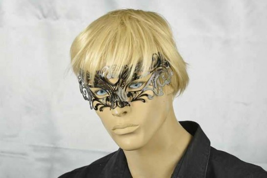 Laser cut metal masquerade mask Uomo on male face