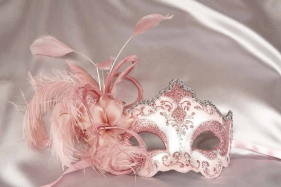 side feather masquerade mask in pink