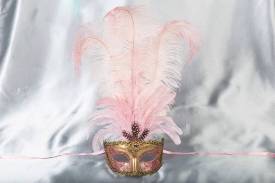 Struzzo Lux Tall centre feathered masquerade mask in gold and pink