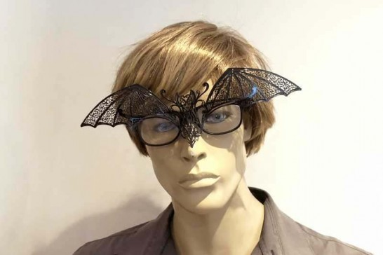 Masquerade masks for glasses Pipistrello attached to male wearing glasses