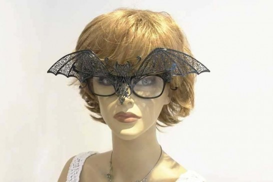 Masquerade masks for glasses Pipistrello attached to female wearing glasses