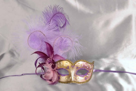 Ladies feathered ball mask - purple