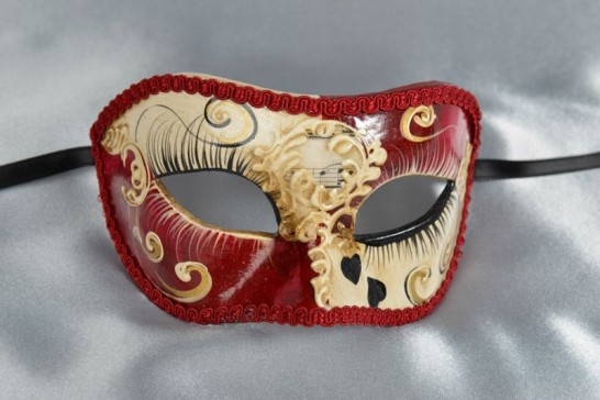 Colombina masquerade mask with heart decoration in red