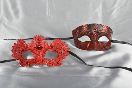 Luxury Venetian Ball masks for couples in black and red - Tomboy Macrame