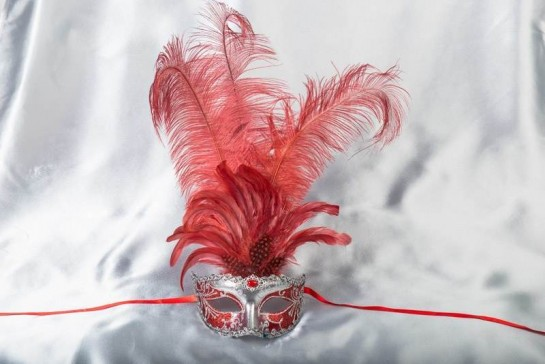 Struzzo Lux Tall centre feathered masquerade mask in silver and red