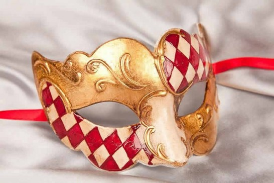 Sweetheart square check masquerade mask in red