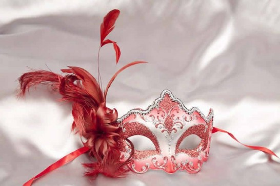 side feather masquerade mask in red