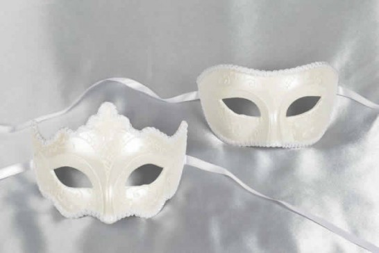 White Larga Giglio Fiore - Matching Masks for a Couple