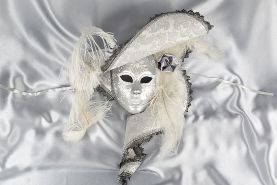 Cappello Marilyn - White and Silver Full Faced Mask with Hat Feathers and Flowers