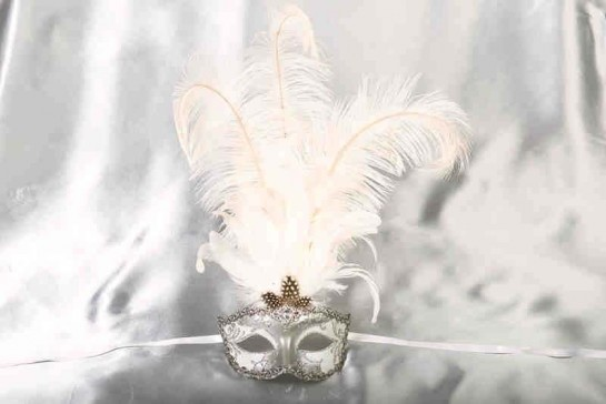 Struzzo Lux Tall centre feathered masquerade mask in silver and white