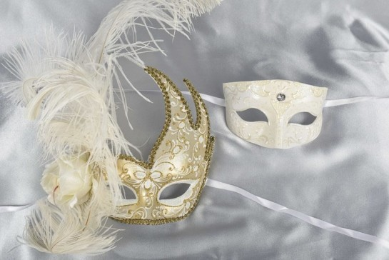 white and gold Venetian masquerade masks for couples Cigno Tomboy