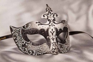 Farfallina masquerade mask in silver and black