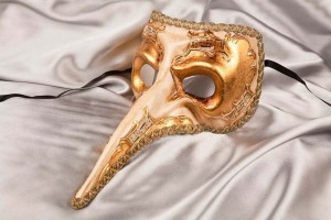 Big nose Venetian mask in gold