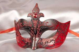 Farfallina masquerade mask in black and red