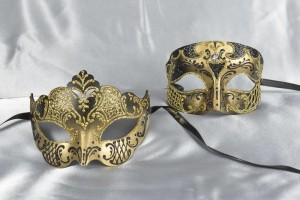 Matching Venetian masks in black and gold - Tomboy Giglio