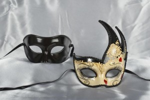 black and cream couples masks with hearts