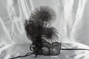 Semplice Piume Plain - Sweetheart Masquerade Mask with Side Feathers | Available in Black or White