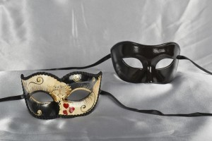 Colombina Sweetheart Love Me - Couples Masks with Hearts Detail