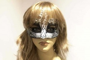 Farfallina masquerade mask in silver on female face