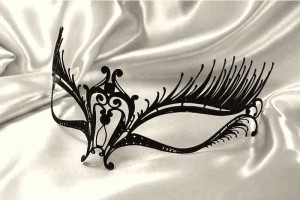 Filigree metal masquerade mask - Gilda