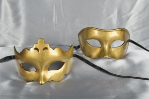 Larga Giglio Plain - Gold Budget Masks for a Couple