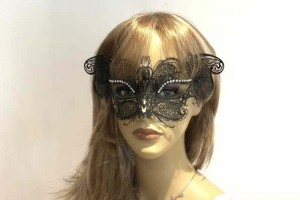 Lace metal cat mask - black on female face