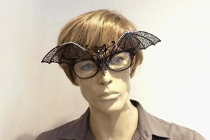 masquerade mask for glasses Pipistrello Strass attached to glasses frames on man