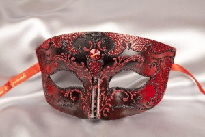 Red and black paper mache Venetian mask for men - Tomboy Black