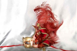 Red Cigno Armony Gold feathered Venetian jester mask