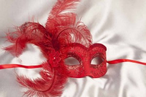 Sweetheart side feather masquerade ball mask in red