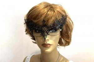Masquerade mask for glasses Ricciolina shown on womans spectacles