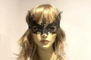 Rugiada filigree metal mask on female face